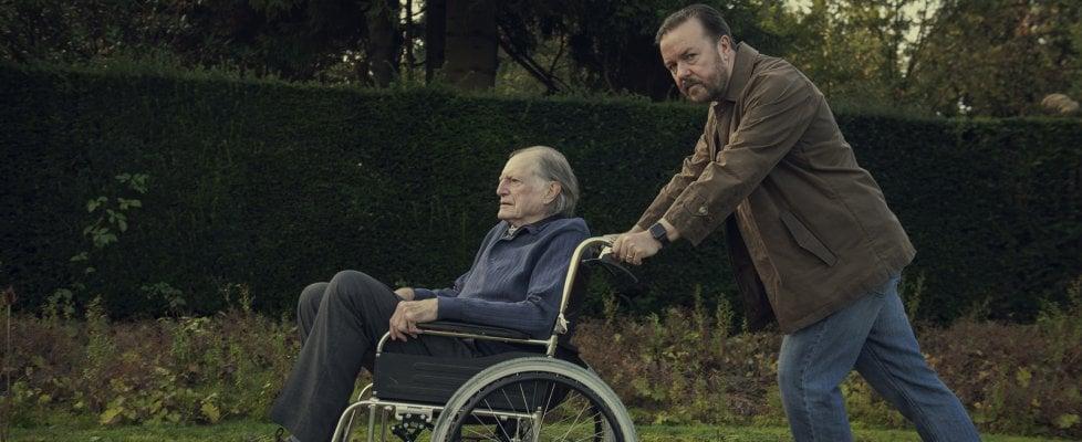 """'After Life', torna il sarcasmo di Ricky Gervais: """"Non credo nell'aldilà. La vita è amare, mangiare e poi morire"""""""
