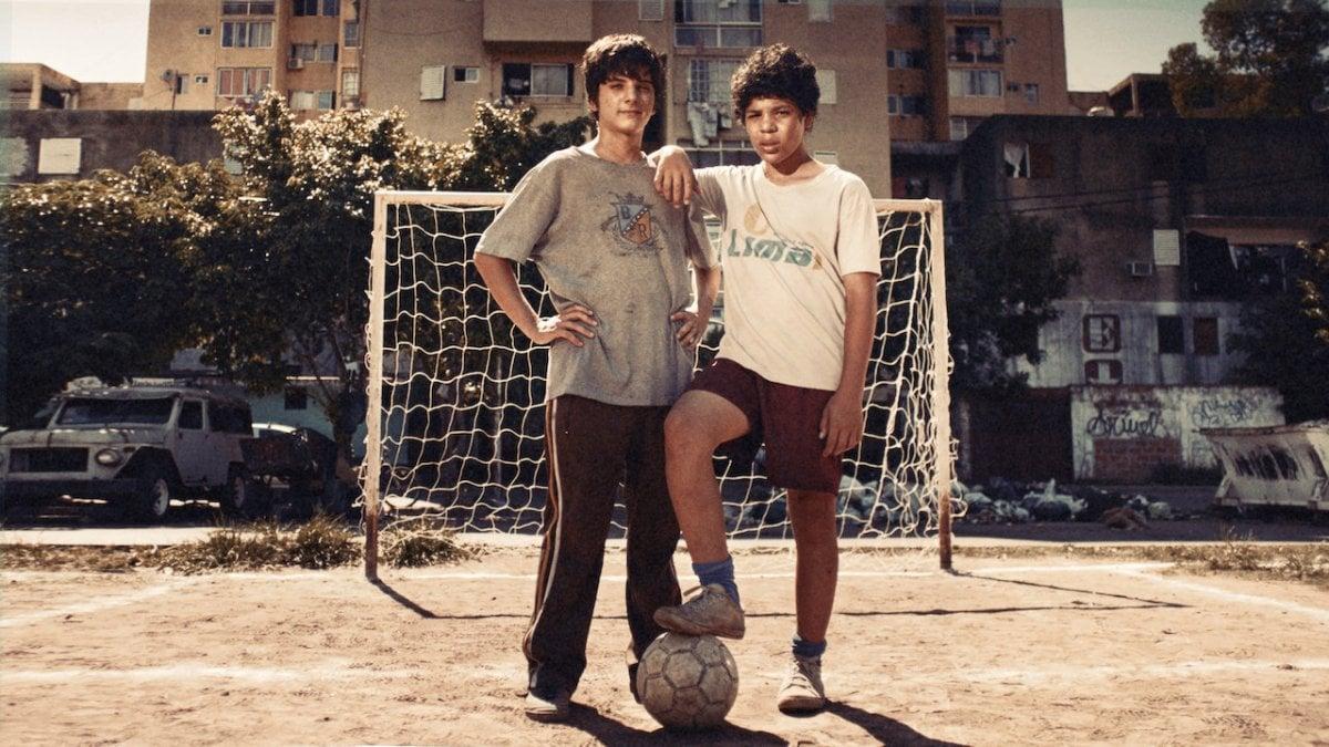 Da 'Apache: la vita di Carlos Tevez' a 'Puerta 7' fino a 'The English  Game', il calcio si fa 'serie'