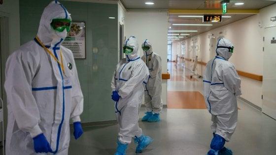 Coronavirus, per la prima volta diminuisce il numero di persone attualmente positive