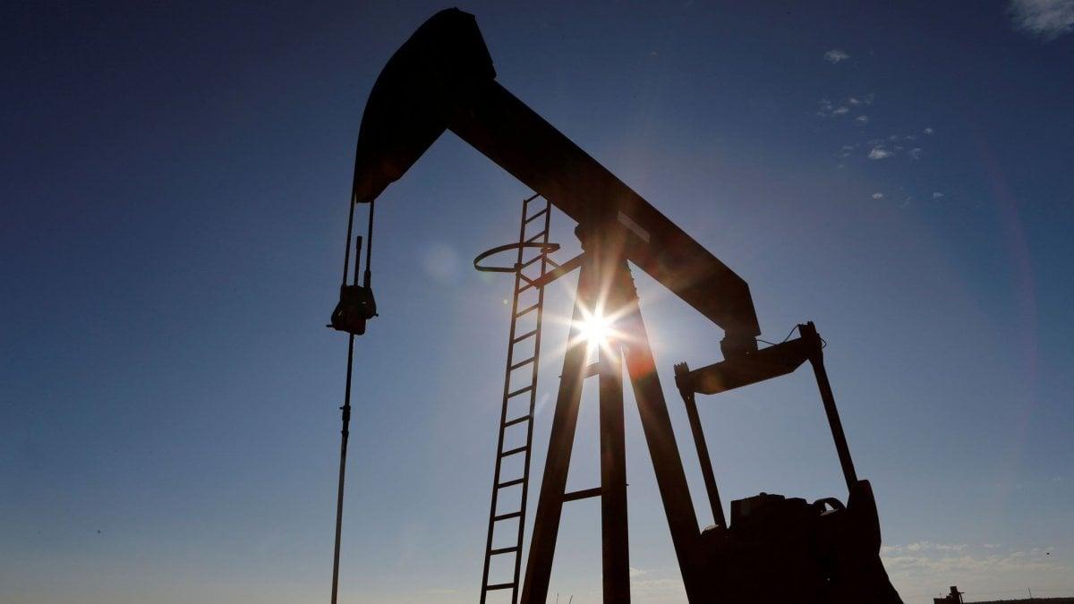 Borse in calo dopo il crollo del petrolio. Il dollaro si rafforza sui problemi di salute di Kim Jong Un