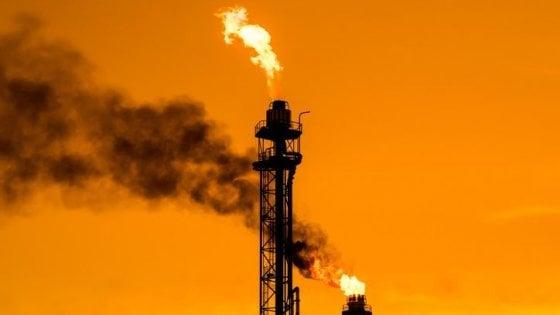 Il petrolio finisce sotto zero per la prima volta nella storia