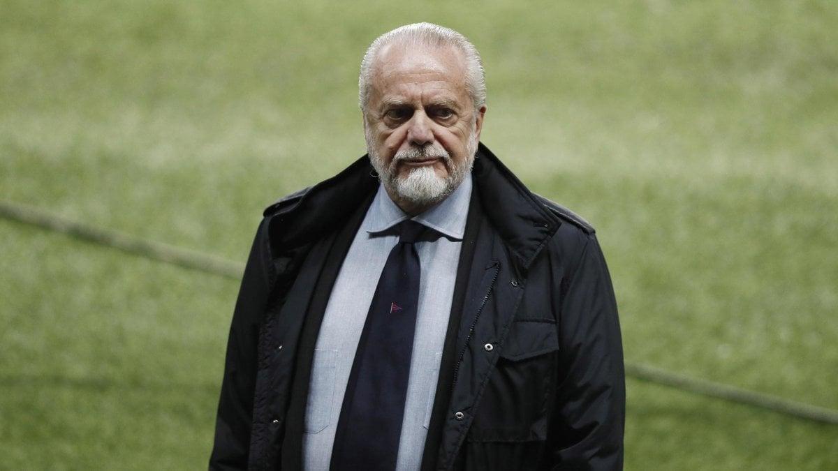 Napoli, in settimana primo tampone ai giocatori. De Laurentiis e squadra separati in casa