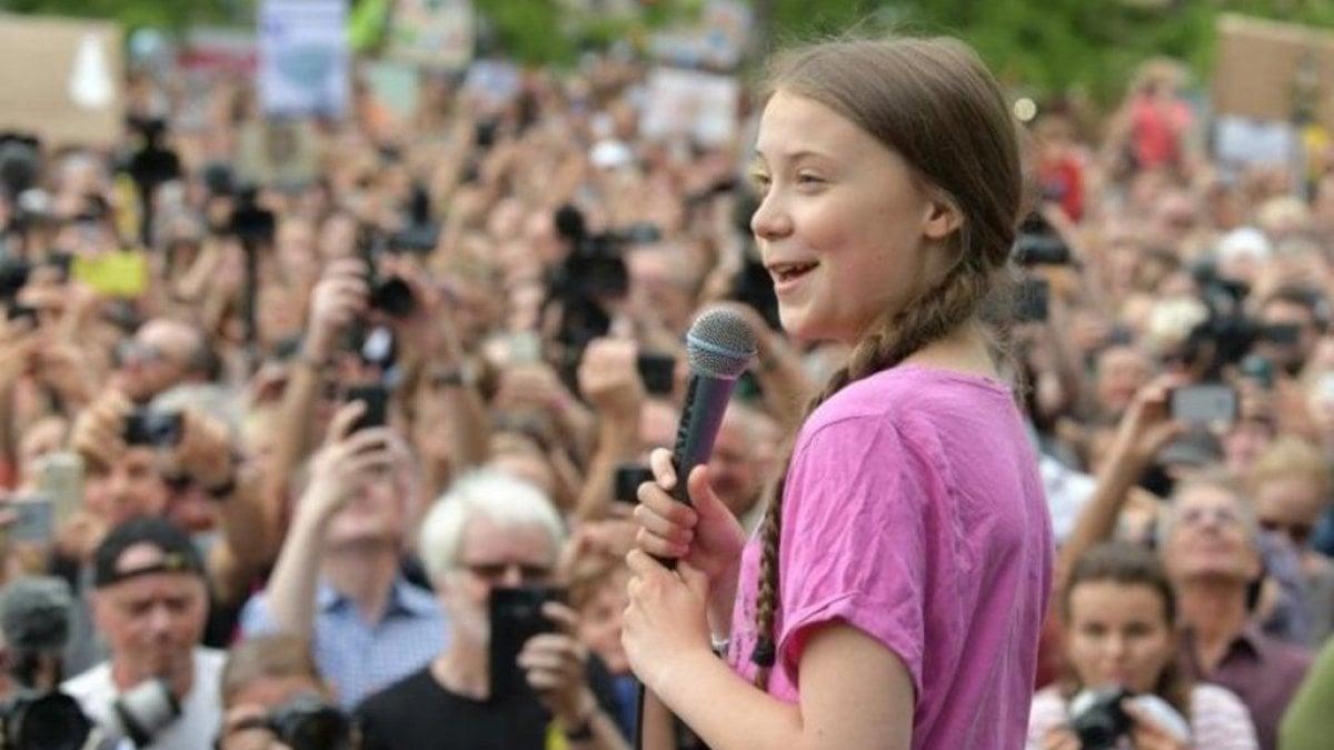 """Fridays for future, il 24 aprile sciopero globale online: """"Faremo sentire la nostra voce sui social per il clima"""""""