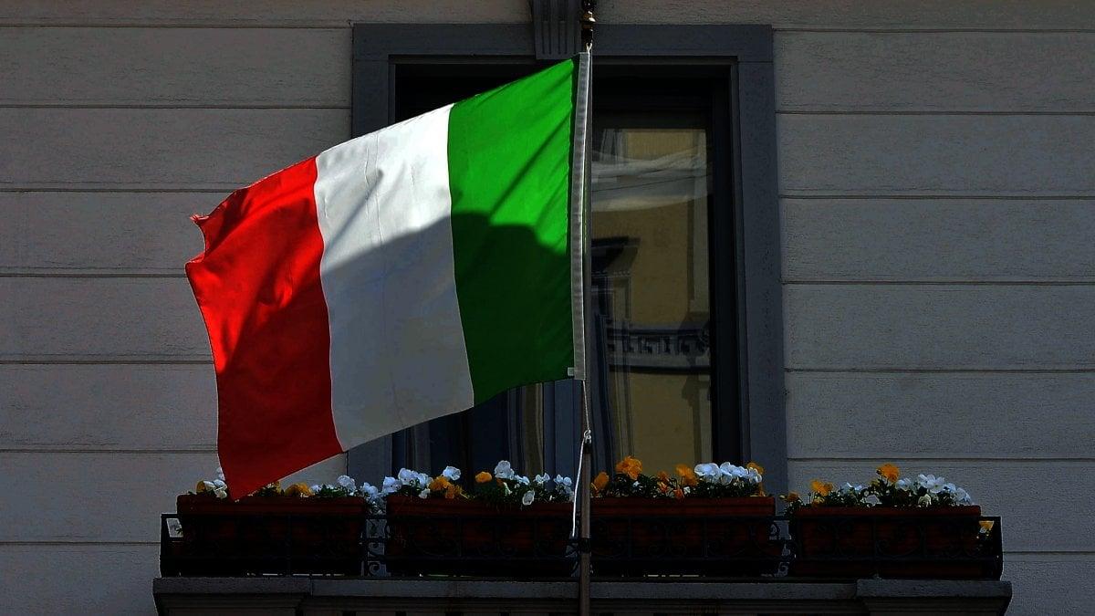 25 aprile, dalla piazza ai balconi: la festa della Liberazione nelle ...