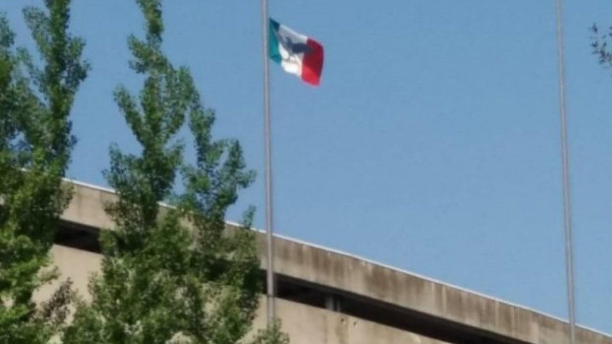25 aprile, la provocazione dell'estrema destra: la bandiera della Repubblica di Salò sullo stadio di Verona