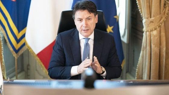 """Coronavirus, Conte: """"Inizia la Fase Due, se ami l'Italia mantieni le distanze"""". """"Serve una stagione interna di riforme"""""""