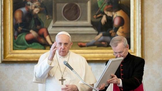 """Coronavirus, il Papa prega per i """"tanti defunti anonimi nelle fosse comuni"""""""
