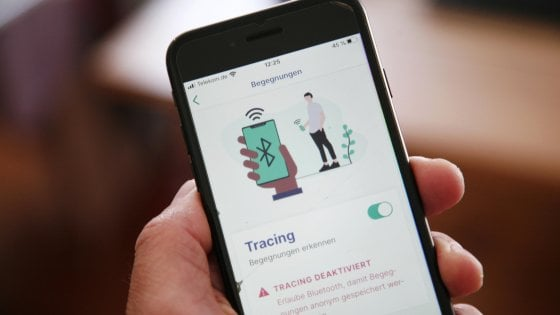 Coronavirus, app di tracciamento dei contatti: cos'è il Bluetooth e quanto è sicuro