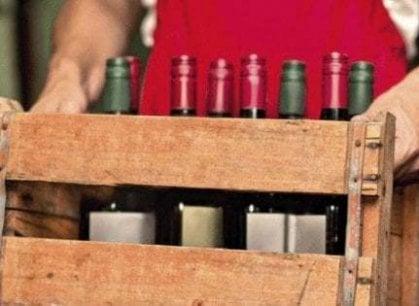 Mondo del vino in crisi, la soluzione è la distillazione?