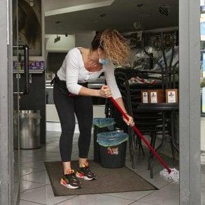 I bar, chiusi per l'emergenza coronavirus, riapriranno a maggio
