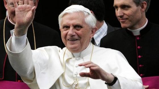 """Vaticano, l'accusa di Ratzinger: """"Mi vogliono silenziare"""""""