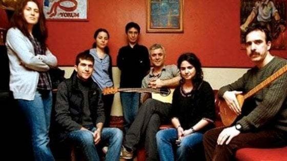 Turchia, il bassista dissidente di Grup Yorum interrompe lo sciopero della fame dopo 323 giorni