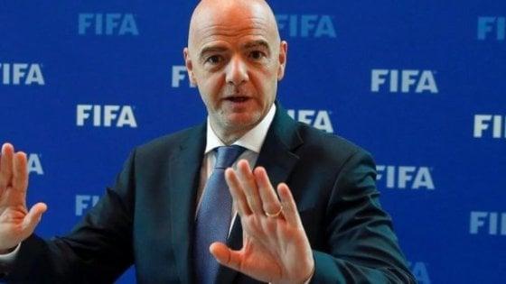 Accettata la proposta della Fifa: le sostituzioni saranno 5 a partita