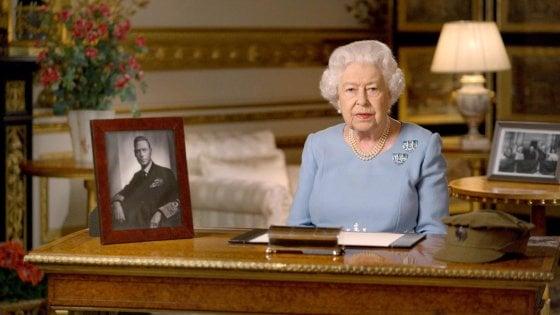 Coronavirus, Regno Unito: Elisabetta non apparirà in pubblico per mesi