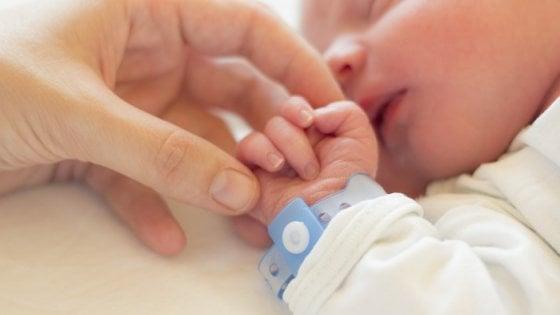 Coronavirus, la cura del canguro che fa bene al neonato è anche sicura