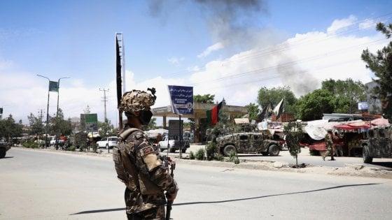 Afghanistan, attacco all'ospedale di Msf: almeno 13 morti, tra cui 2 neonati. Strage a un funerale nell'est