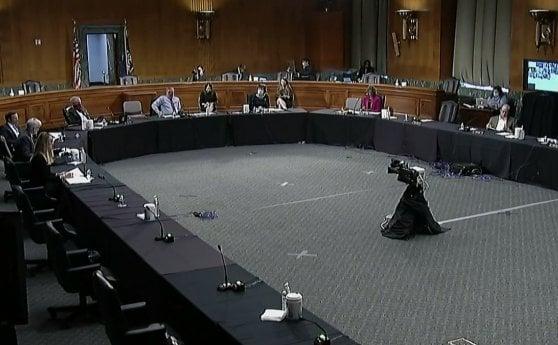 """Coronavirus, Fauci al Senato: """"Sofferenze e morte se riapriremo gli Stati Uniti troppo presto"""""""