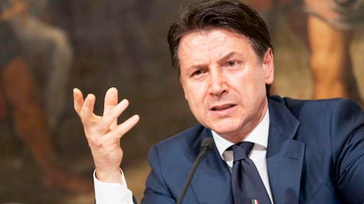 """Consiglio dei ministri, via libera al decreto rilancio. Giuseppe Conte: """"Ci sono 25,6 miliardi di euro per i lavoratori"""""""