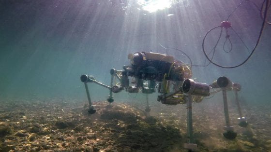"""Il robot granchio amico dell'ambiente. """"Pulirà il mare dalla plastica"""""""