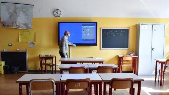 Maturità: due metri di distanza tra il candidato e i professori