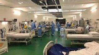 Il reparto di rerapia intensiva dell'ospedale in Fiera a Bergamo