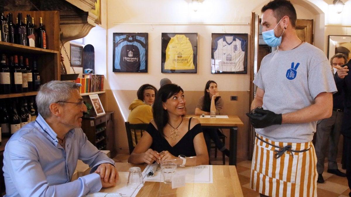 Cosa Organizzare In Un Bar riaperture, le nuove regole per spostamenti, bar, ristoranti
