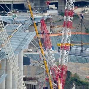 Fase 2, il governo pensa a deroghe al Codice degli Appalti per accelerare i cantieri
