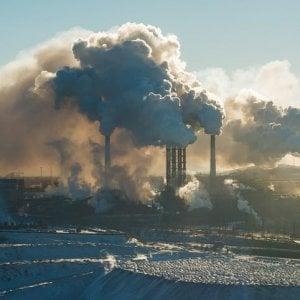 Intesa Sanpaolo, una stretta sul carbone