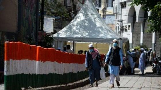 """Saba Naqvi e i musulmani dell'India: """"I media e i social hanno indicato in loro la causa del Covid nel Continente"""""""