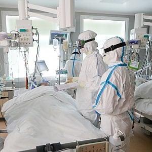 Coronavirus, la lotteria del respiratore. Negli ospedali americani si usa anche la monetina per scegliere chi intubare