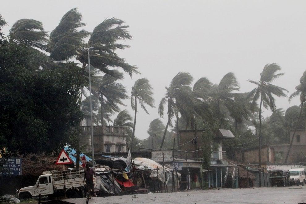 India, il ciclone Amphan si abbatte sul Golfo del Bengala