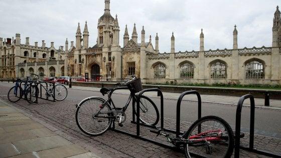 Regno Unito, Cambridge si arrende al coronavirus: il prossimo anno accademico sarà solo online