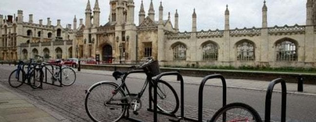 Cambridge si arrende al coronavirus: il prossimo anno accademico sarà online