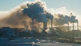 Intesa Sanpaolo, arriva la stretta sul carbone
