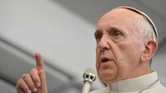"""Papa: """"Chiesa non è dogana, mai pesi inutili sulle vite delle persone"""""""