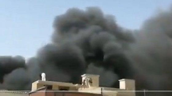 Pakistan, aereo si schianta su area residenziale di Karachi: 97 morti e due sopravvissuti