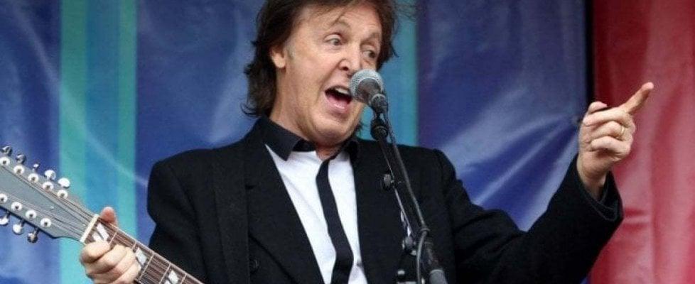 "Concerti di Paul McCartney, i fan cantano ""YesterPay"" contro i voucher"
