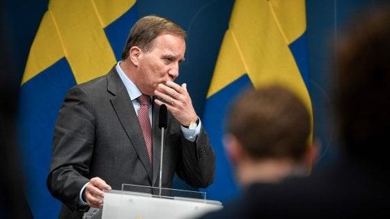 Il primo ministro Stefan Lovfen durante una conferenza stampa sull'andamento dell'epidemia di coronavirus nel Paese