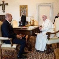 """Vaticano, per Zingaretti udienza con papa Francesco: """"Contro la pandemia serve grande..."""