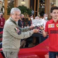 """""""Le grand rendev-vous"""", la Ferrari e Leclerc protagonisti del corto girato a Montecarlo"""