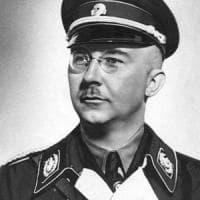 Un timbro sospetto su un documento falso: così gli inglesi scovarono Himmler