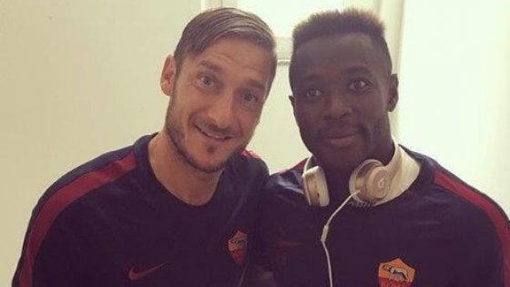 """Roma, Totti e Nainggolan piangono Joseph Perfection: """"Il nostro piccolo grande fratello"""""""
