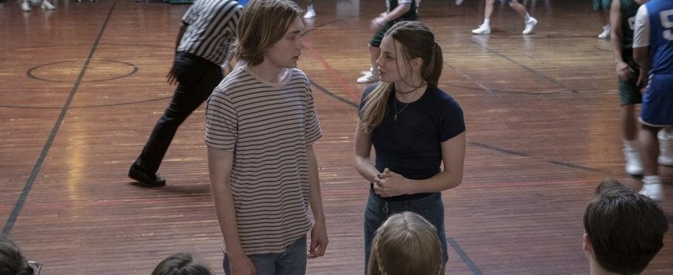 """L'adolescenza come la ricerca di un grande """"forse"""", la serie 'Cercando Alaska' con una coppia di giovani star"""