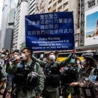 """Hong Kong, i militari cinesi: """"Pronti a salvaguardare la sovranità nazionale"""""""
