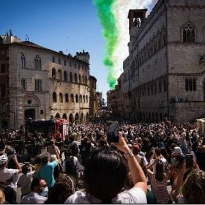 Perugia, centinaia di persone in strada per le frecce tricol
