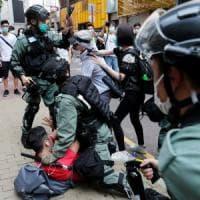 """Hong Kong, scontri tra polizia e manifestanti: oltre 300 arresti. """"Non vogliamo diventi..."""