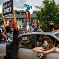 Afroamericano soffocato, in centinaia protestano a Minneapolis. Indignazione sui social....