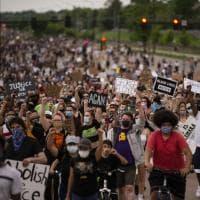 Afroamericano soffocato, in centinaia protestano a Minneapolis