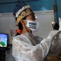 Vanda, l'infermiera indigena che prova a salvare le tribù dell'Amazzonia dal coronavirus