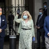 Protesta di Sandra Milo incatenata davanti a Palazzo Chigi. Conte la riceve